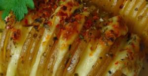 Fırında Kaşarlı Baharatlı Yelpaze Patates Tarifi