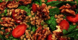 Çilekli Salata Tarifi