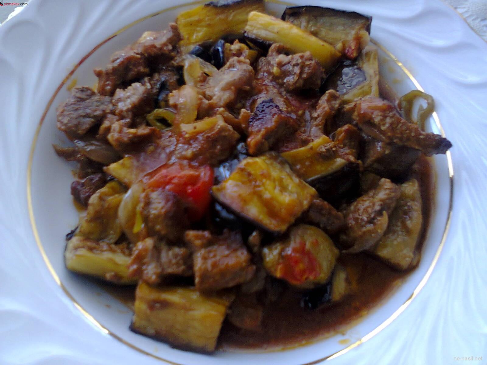 Etli Patlıcan Yemeği Tarifi - 1