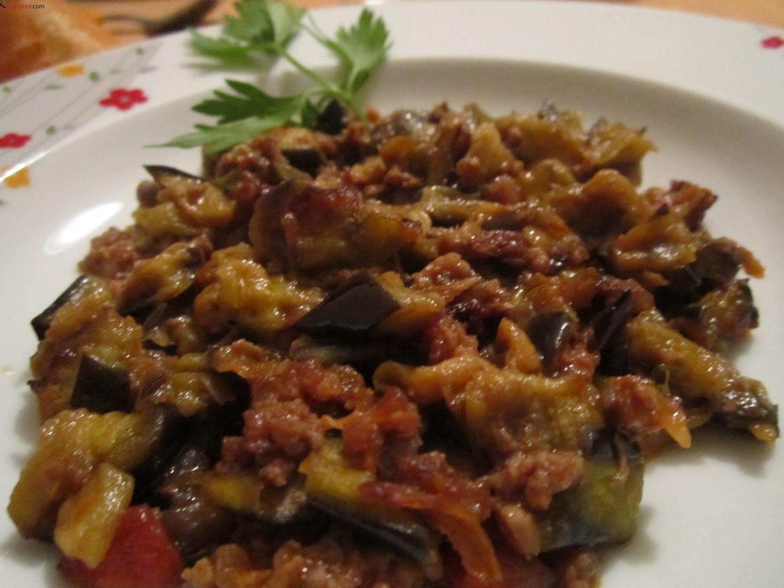 Etli Patlıcan Yemeği Tarifi - 4