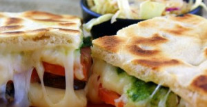 Bazlamadan Tost Pizza Tarifi