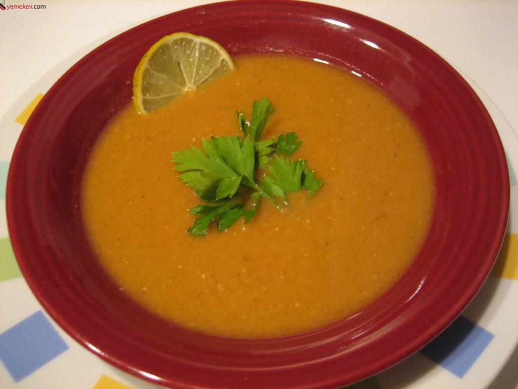 Kırmızı Mercimekli Sebze Çorbası