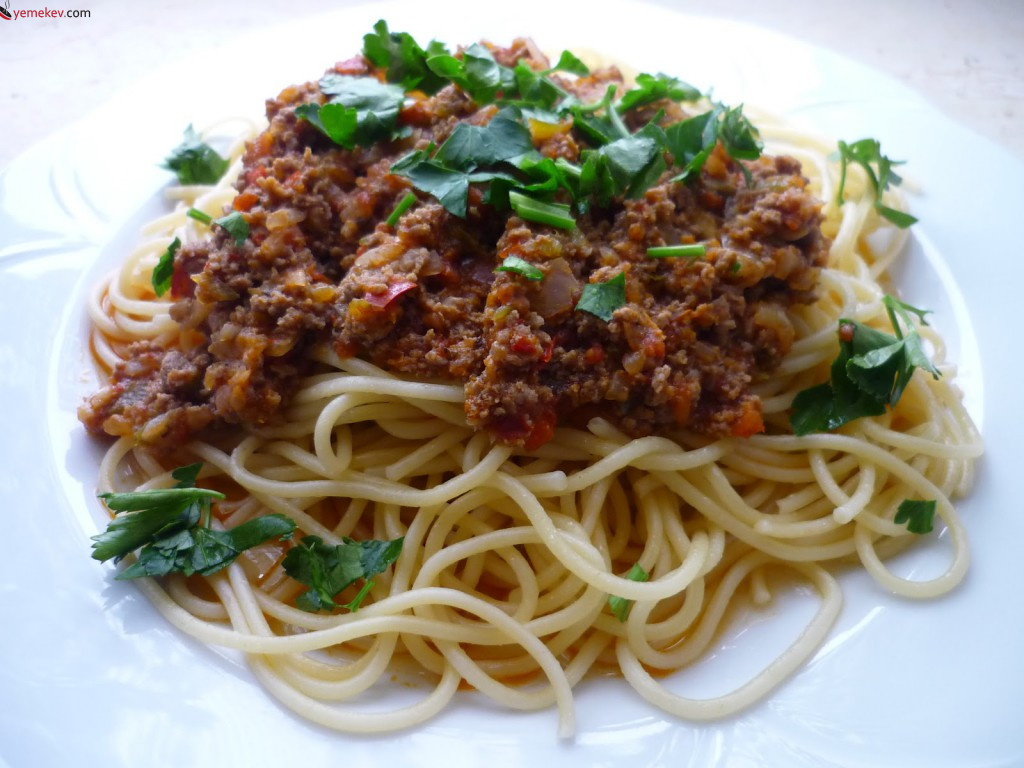 Kıymalı Spagetti Nasıl Yapılır