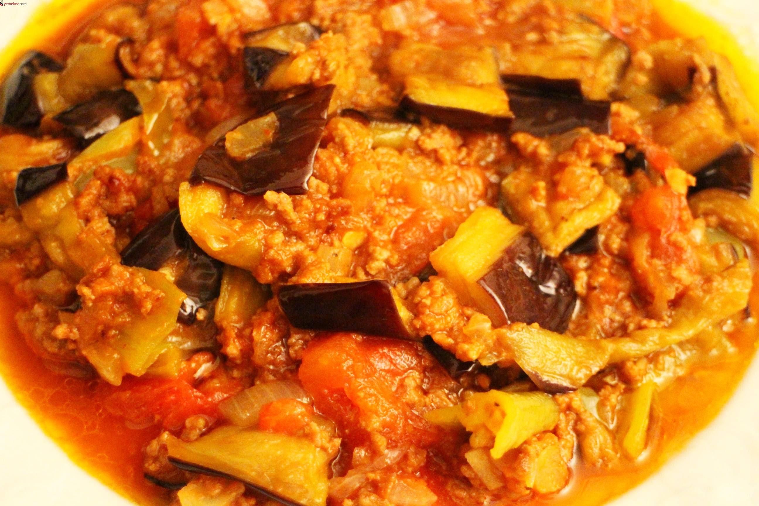 Tencerede Patlıcan Musakka Tarifi